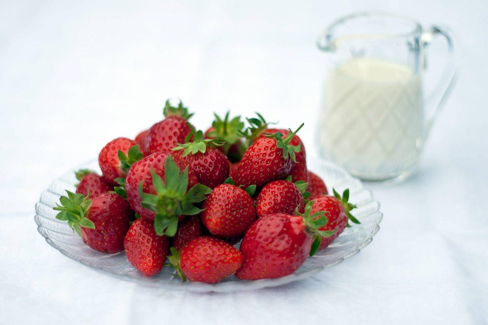 strawberries-411646_1920