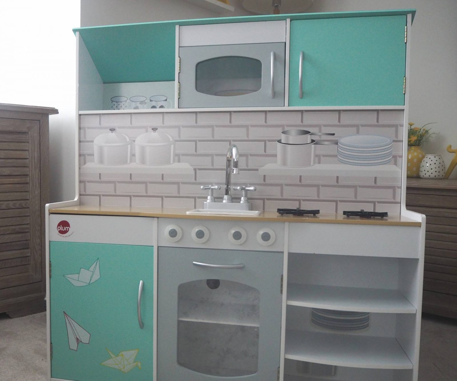What A Clever Idea…The Peppermint Townhouse 2 In 1 Kitchen and Dolls House From Plum!