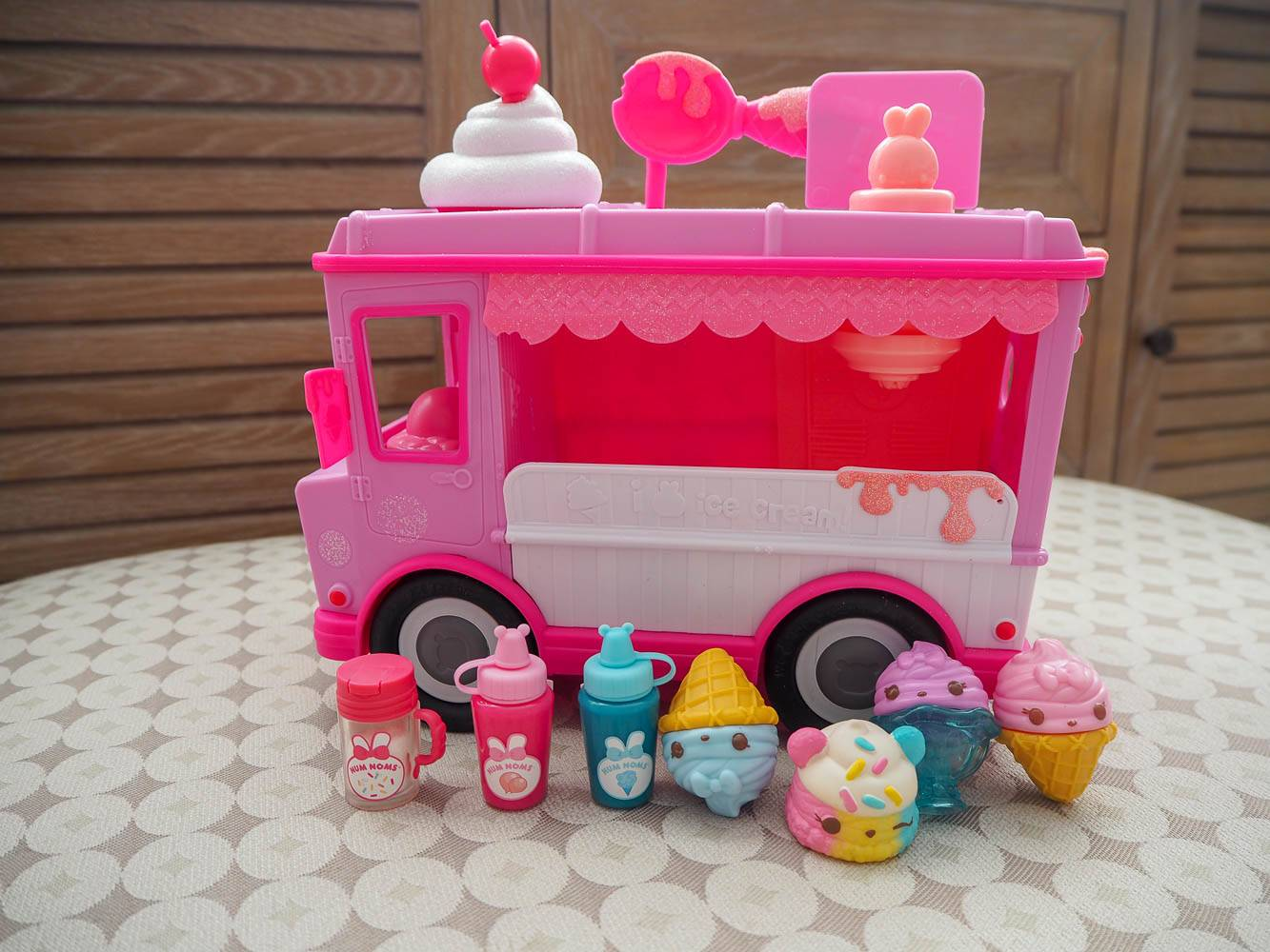 Falling In Love With Num Noms…