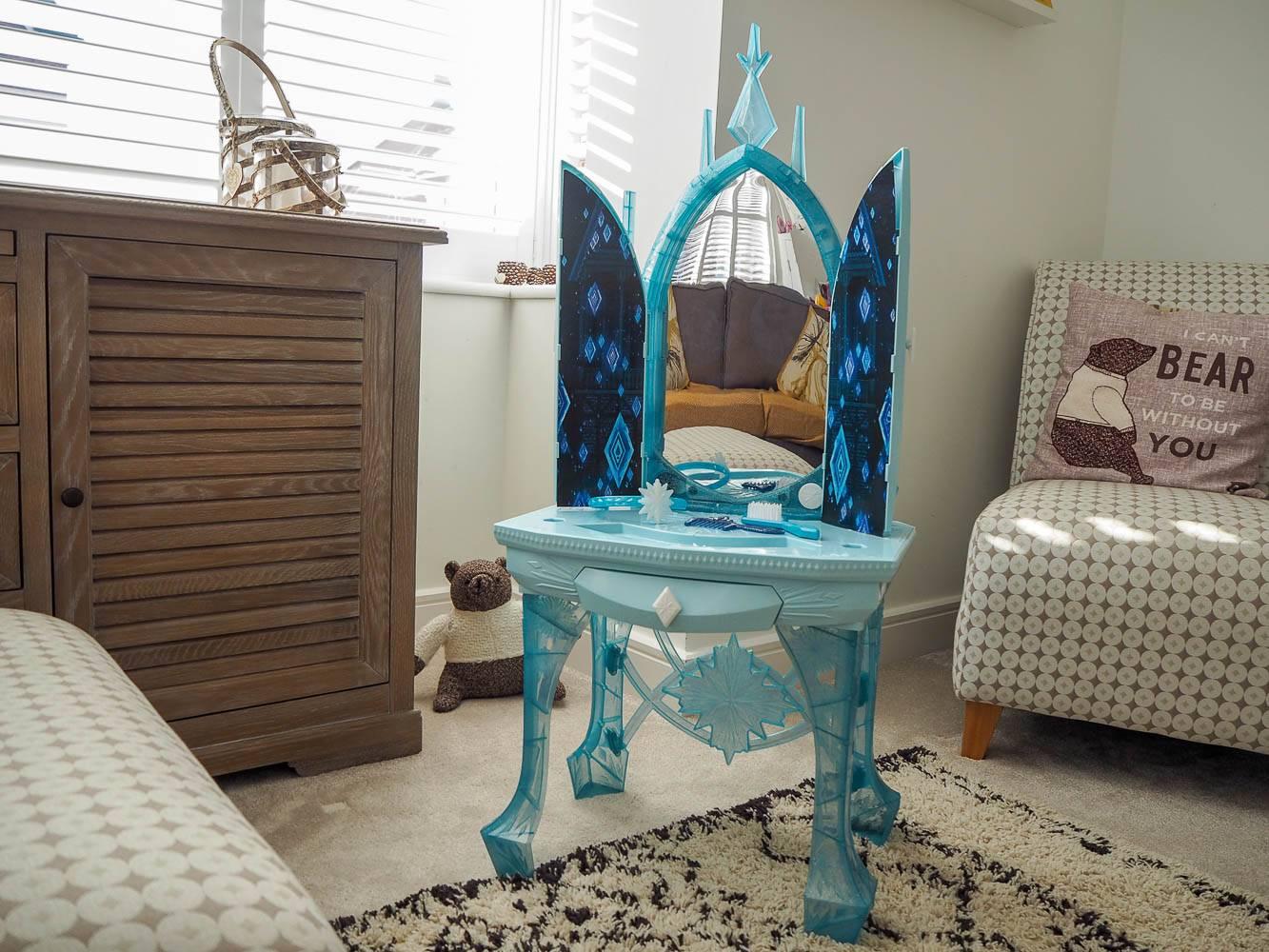Review Disney Frozen 2 Elsa S Vanity Table Amp Frozen 2